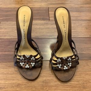Brown Chinese Laundry heels. Size 6.